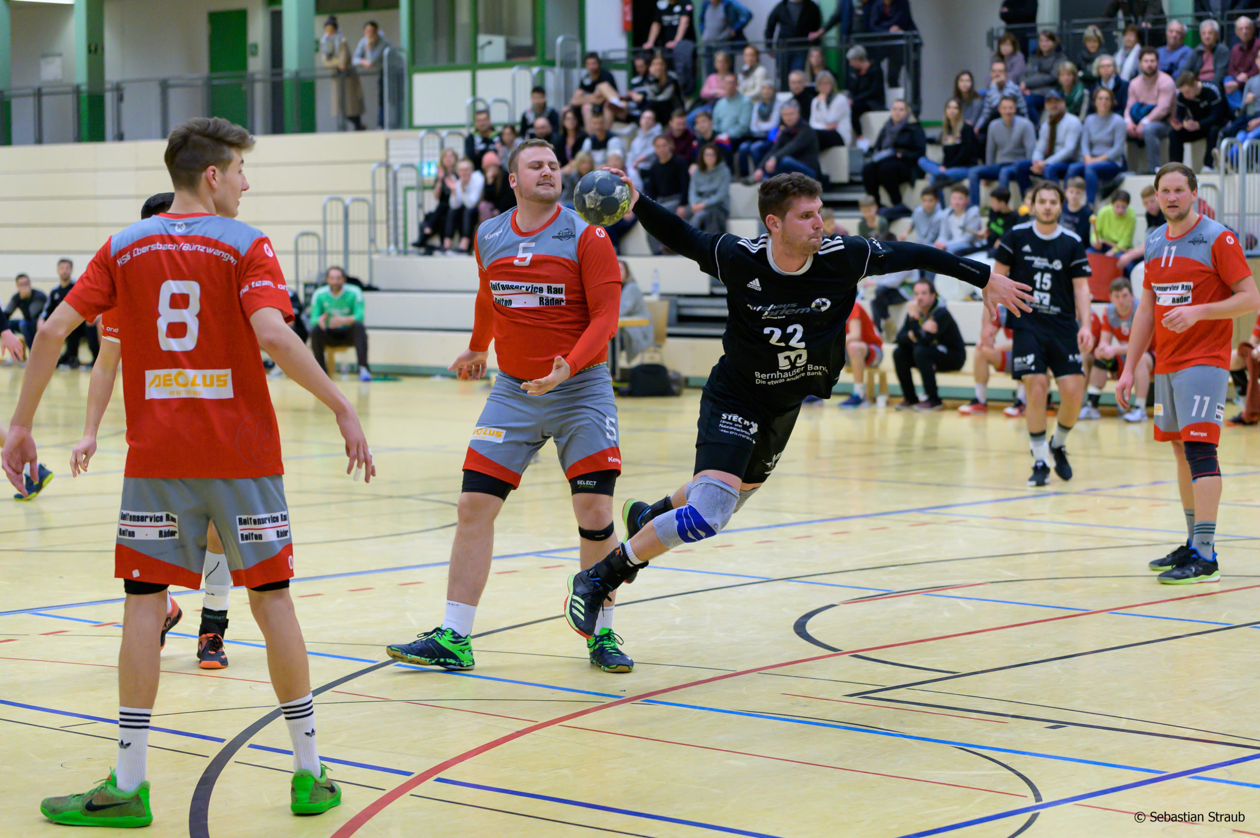 EK Bernhausen - HSG Eber/Bünz: Lukas Gönner trifft zum 19:13